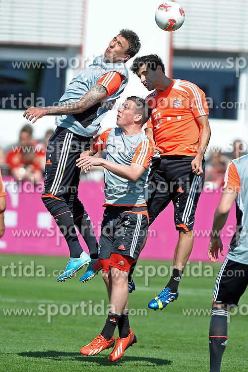 08.05.2013, Saebener Strasse, Muenchen, GER, 1. FBL, FC Bayern Muenchen, Training, im Bild Beim Kopfdball: Mario MANDZUKIC (FC Bayern Muenchen),Javier MARTINEZ (FC Bayern Muenchen) und davor Pierre-Emile Hoejbjerg (FC Bayern Muenchen) // during a Trainingssession of the German Bundesliga Club FC Bayern Munich at the Saebener Strasse, Munich, Germany on 2013/05/08. EXPA Pictures © 2013, PhotoCredit: EXPA/ Eibner/ Wolfgang Stuetzle..***** ATTENTION - OUT OF GER *****