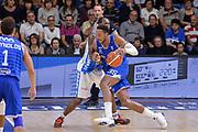 DESCRIZIONE : Beko Legabasket Serie A 2015- 2016 Dinamo Banco di Sardegna Sassari - Enel Brindisi<br /> GIOCATORE : Kenneth Kadji<br /> CATEGORIA : Palleggio Penetrazione Controcampo<br /> SQUADRA : Enel Brindisi<br /> EVENTO : Beko Legabasket Serie A 2015-2016<br /> GARA : Dinamo Banco di Sardegna Sassari - Enel Brindisi<br /> DATA : 18/10/2015<br /> SPORT : Pallacanestro <br /> AUTORE : Agenzia Ciamillo-Castoria/L.Canu
