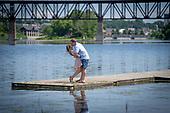 Amanda & Jonas's RiverBluffs Park engagement shoot in Cambridge