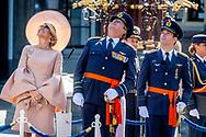 """THE HAGUE - King Willem Alexander and Queen Maxima with Major-flyer Roy de Ruiter during the presentation of the Military William Order at the Binnenhof. De Ruiter receives the highest award in the Netherlands for heroic deeds during his time as a fighter pilot. ,Uw moed was imponerend"""", zei koning Willem-Alexander vrijdag op het Binnenhof in Den Haag tegen majoor-vlieger Roy de Ruiter. Die kreeg daar de Militaire Willems-Orde opgespeld, de hoogste dapperheidsonderscheiding van het koninkrijk. ROBIN UTRECHT"""