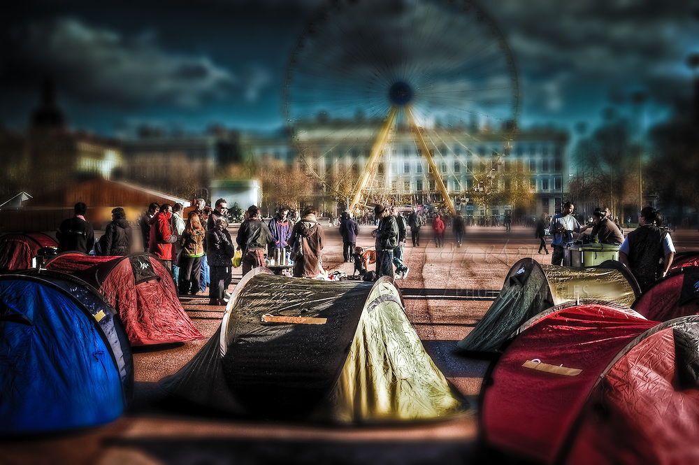 France has been the theater of a little revolution for human rights. Like all huge cities, many homeless people live in the streets of Paris. There are many of them... too many actually, because that's what we should always say when talking about people in need.