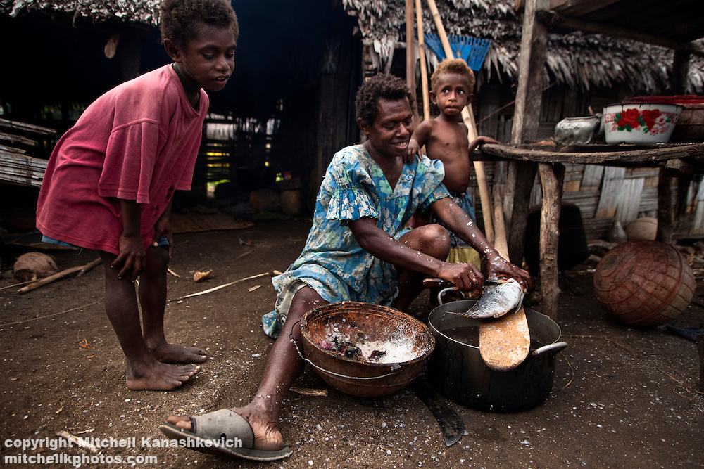 Most of the men on Maskelyne Islands are fishermen, It is usually the women's jobs  to clean and to cook the fish. Uleveo, Maskelyne Island, Malampa Province, Malekula, Vanuatu