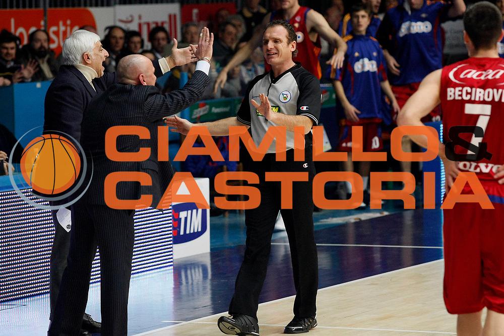 DESCRIZIONE : Cantu Lega A1 2008-09 NGC Cantu Lottomatica Virtus Roma<br /> GIOCATORE : Luca Dalmonte Arbitri<br /> SQUADRA : NGC Cantu<br /> EVENTO : Campionato Lega A1 2008-2009<br /> GARA : NGC Cantu Lottomatica Virtus Roma<br /> DATA : 18/01/2009<br /> CATEGORIA : Ritratto Delusione<br /> SPORT : Pallacanestro<br /> AUTORE : Agenzia Ciamillo-Castoria/G.Cottini