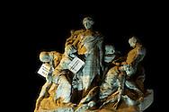 Roma 7 Febbraio 2011.Le statue di Roma tornano a parlare,  durante la notte  sono stati appesi dei cartelli sulle staue che fanno riferimento alla situazione politica attuale. Statue a Ponte Vittorio