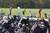 SPAARNWOUDE- Driving Range , Beoefenen van de golfsport.uitrusting, tassen, trolleys,  COPYRIGHT KOEN SUYK