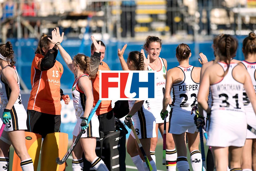 AUCKLAND - Sentinel Hockey World League final women<br /> Match id: 10301<br /> 11 GER v ARG (Pool B)<br /> Foto: Line up Germany, Janne Muller Wieland hifi five.<br /> WORLDSPORTPICS COPYRIGHT FRANK UIJLENBROEK