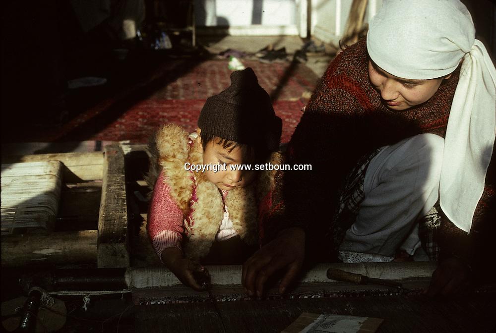 Afghanistan. Carpet factory in  / A carpet workshop in Kabul / child work  Kaboul  Afghanistan     /Atelier de tapis à Kaboul / travail des enfants  Kaboul  Afghanistan   /    L0007022  /  AFG021  /  P111266