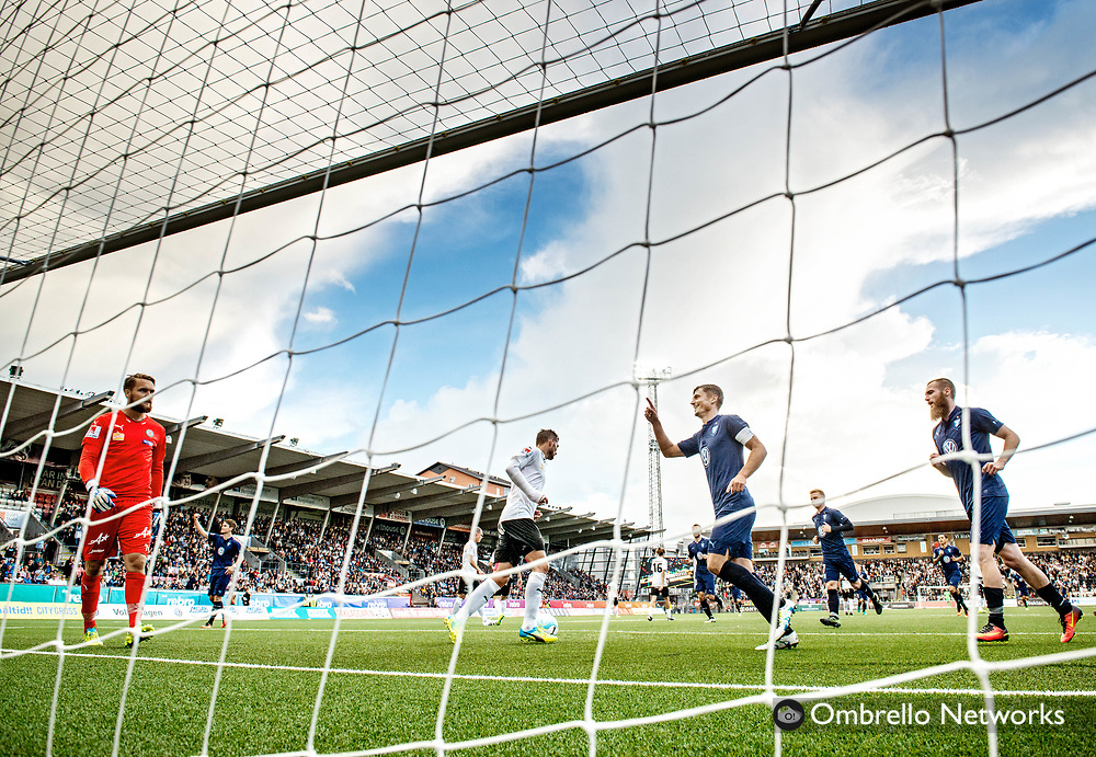 ÖREBRO, SWEDEN - AUGUST 01: Markus Rosenberg of Malmö FF celebrates after scoring 0-3 on penalty kick during the allsvenskan match between Örebro SK and Malmö FF at Behrn Arena on August 1, 2016 in Örebro, Sweden. Foto: Pavel Koubek/Ombrello