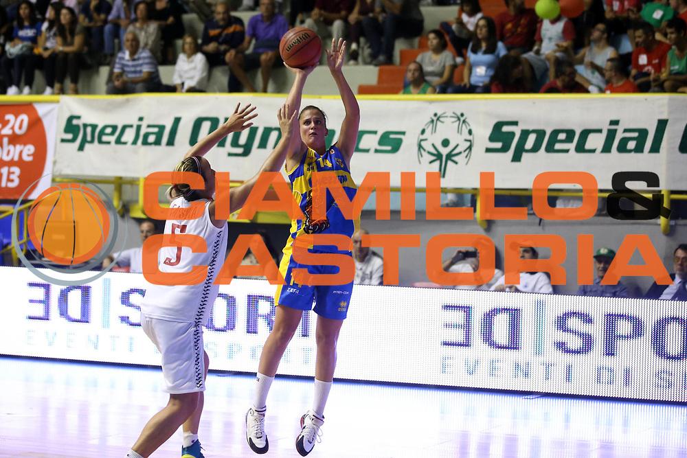 DESCRIZIONE : Cagliari Lega A1 Femminile 2013-14 Opening Day 2013 Lavezzini Parma CUS Cagliari<br /> GIOCATORE : Jillian Harmon<br /> SQUADRA : Lavezzini Parma CUS Cagliari<br /> EVENTO : Campionato Lega A1 Femminile 2013-2014 <br /> GARA : Lavezzini Parma CUS Cagliari<br /> DATA : 12/10/2013<br /> CATEGORIA : ritratto<br /> SPORT : Pallacanestro <br /> AUTORE : Agenzia Ciamillo-Castoria/ElioCastoria<br /> Galleria : Lega Basket Femminile 2013-2014 <br /> Fotonotizia : Cagliari Lega A1 Femminile 2012-13 Opening Day 2013 Lavezzini Parma CUS Cagliari<br /> Predefinita :