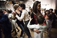 """Milano, 24 aprile 2015. Iniziative per il 70esimo anniversario della Liberazione. """"Liberi di cantare e ballare"""", iniziativa di Radio Pololare in collaborazione con ANPI, ARCI e INSMLI."""