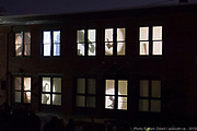 Inauguration de la MIAM durant le 14e Festival de Casteliers 2019, Marionnettes pour adultes et enfants. -  Maison internationale des arts de la marionette / Montréal / Canada / 2019-03-09, © Photo Marc Gibert / adecom.ca La MIAM sort de l'ombre – Inauguration officielle - Spectacle visuel extérieur devant la Maison internationale des arts de la marionnette - Conception et mise en scène : Sylvain Auclair<br /> Chef d'orchestre des ombres et projections : Marcelle Hudon<br /> Collaboration artistique : Pavla Mano<br /> Coordination : Jeanne Bertoux<br /> Direction technique : Julien Brousseau<br /> Marionnettistes : Alice Guéricolas?Gagné, Flavia Hevia, Marcelle Hudon, Mélina Kerhoas, Denys Lefebvre, Diane Loiselle, Pavla Mano, Laurence Petitpas, Csaba Raduly, Karine St-?Arnaud et trois autres marionnettistes