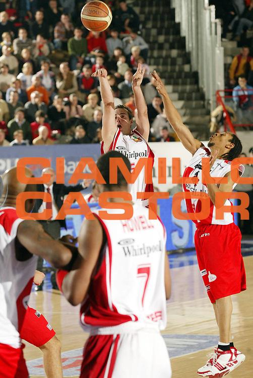 DESCRIZIONE : Varese Lega A1 2006-07 Whirlpool Varese Siviglia Wear Teramo<br /> GIOCATORE : Capin<br /> SQUADRA : Whirlpool Varese<br /> EVENTO : Campionato Lega A1 2006-2007 <br /> GARA : Whirlpool Varese Siviglia Wear Teramo<br /> DATA : 12/11/2006 <br /> CATEGORIA : Tiro<br /> SPORT : Pallacanestro <br /> AUTORE : Agenzia Ciamillo-Castoria/G.Cottini