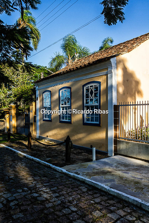 Casa colonial na Enseada do Brito. Palhoça, Santa Catarina, Brasil. / Colonial architecture house at Enseada do Brito. Palhoca, Santa Catarina, Brazil.