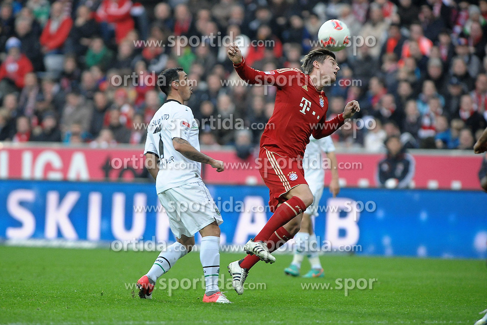 24.11.2012, Allianz Arena, Muenchen, GER, 1. FBL, FC Bayern Muenchen vs Hannover 96, 13. Runde, im Bild Rechts Toni KROOS (FC Bayern Muenchen), links Sergio PINTO (Hannover 96) // during the German Bundesliga 13th round match between FC Bayern Munich and Hannover 96 at the Allianz Arena, Munich, Germany on 2012/11/24,, , , , . EXPA Pictures © 2012, PhotoCredit: EXPA/ Eibner/ Wolfgang Stuetzle..***** ATTENTION - OUT OF GER *****