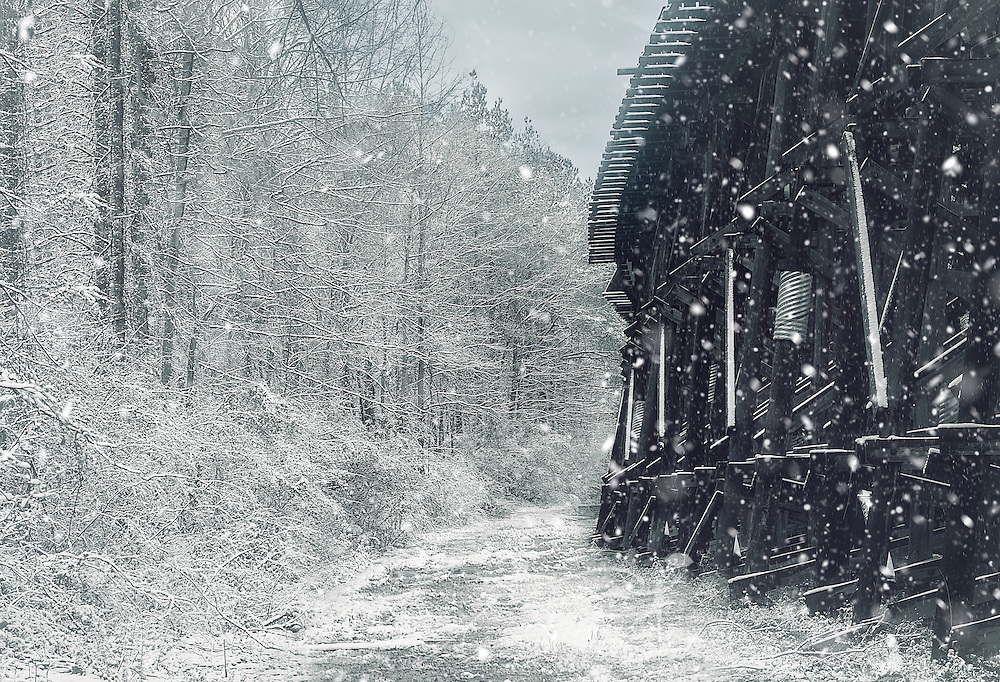 Snow falls on the M&O Trestle, February 28, 2009, in Northport, Alabama. (Photo by Carmen K. Sisson/Cloudybright)