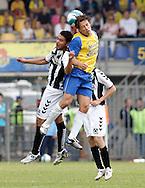 15-05-2008 Voetbal:RKC Waalwijk:ADO Den Haag:Waalwijk<br /> Martijn Reuser wint het luchtduel<br /> Foto: Geert van Erven
