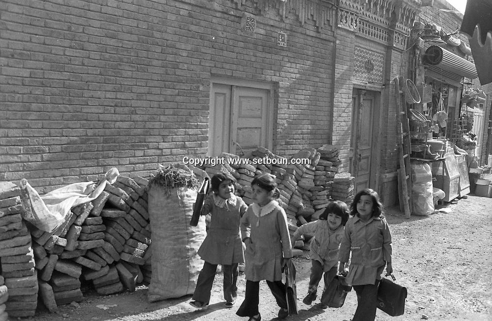 Iran - 11/12/1978 - slums and poor areas in - Tehran - Iran   /// quartiers pauvres et bidonville du sud de Teheran - Iran  /// IRAN25200 85
