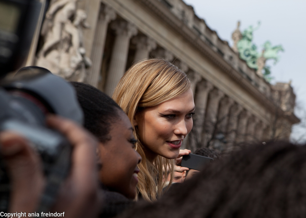 Paris Fashion Week Mugler Womenswear Fall/Winter 2015/2016 on March 7, 2015 in Paris, France, Supermodel Karlie Kloss attends the Mugler show as part of the Paris Fashion Week