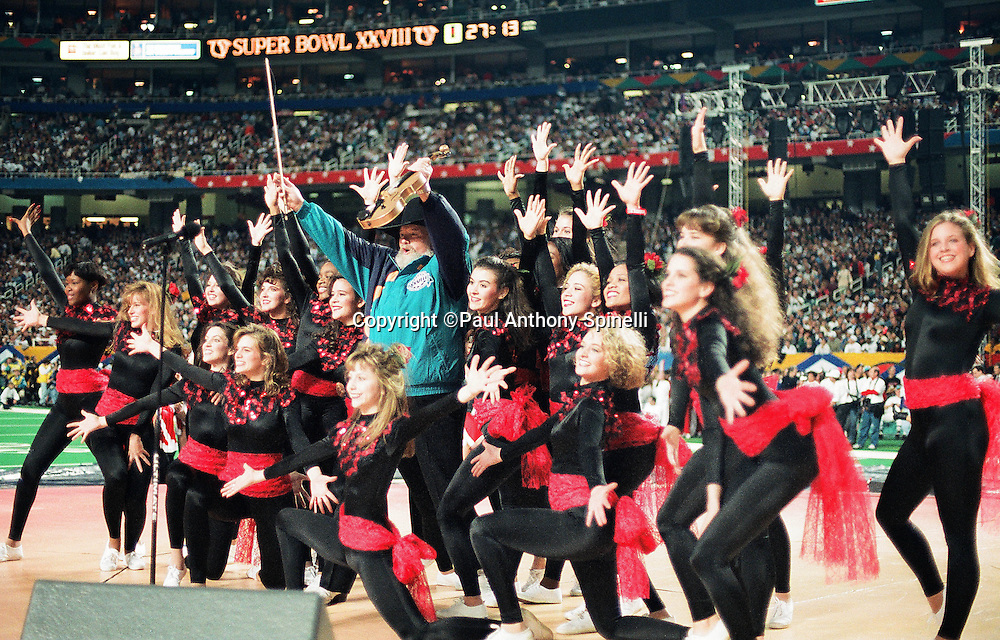 Performer Charlie Daniels waves with cheerleaders after playing violin as part of the pregame show before the Dallas Cowboys Super Bowl XXVIII NFL football game against the Buffalo Bills on Jan. 30, 1994 in Atlanta. The Cowboys won the game 30-13. (©Paul Anthony Spinelli)