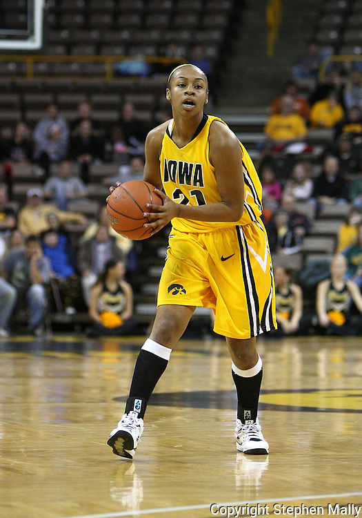 26 JANUARY 2009: Iowa guard Kachine Alexander (21) during the first half of an NCAA women's college basketball game Monday, Jan. 26, 2009, at Carver-Hawkeye Arena in Iowa City, Iowa. Iowa defeated Michigan 77-69.