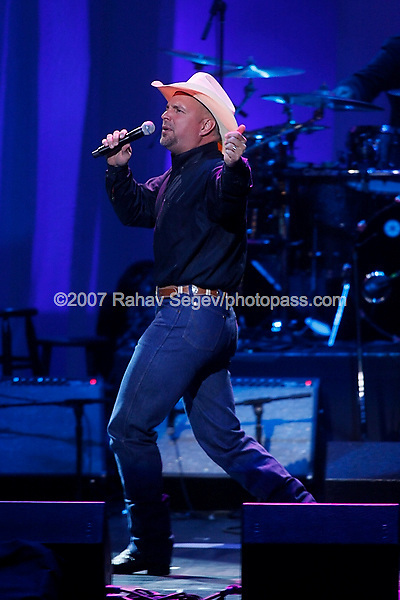 Garth Brooks performing at The Dream Concert to benefit The Martin Luther King Jr. National Memorial at Radio City Music Hall on September 18th, 2007.