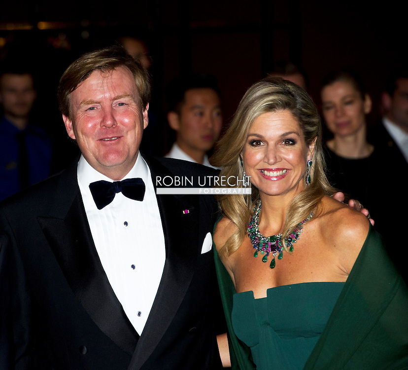 29-11-2016 AMSTERDAM  - contraprestatie Concert aangeboden door de Koning Filip and koningin mathilde en koning Maxima en koning willem Alexander tijdens dag 2 van het Staatsbezoek aan Nederland. Staatsbezoek aan Nederland van Ko in het muziekgebouw Prinses Beatrix, Prins Constantijn, Prinses Laurentien, Prinses Margiet en de heer Van Vollenhoven  tijdens dag 2 van het Staatsbezoek aan Nederland van Koning Filip der Belgen vergezeld door Koningin Mathilde. Koning Willem Alexander en koningin Maxima. COPYRIGHT ROBIN UTRECHT<br /> <br /> 29-11-2016 AMSTERDAM - contraprestatie Concert offered by the King Philippe and Queen Mathilde and King Maxima and King William Alexander during day two of the state visit to the Netherlands. State Visit to Netherlands Ko in the music building, Princess Beatrix, Prince Constantijn and Princess Laurentien, Princess Margriet and Mr. van Vollenhoven during day two of the state visit to the Netherlands of King of the Belgians Filip accompanied by Queen Mathilde. King Willem Alexander and Queen Maxima. COPYRIGHT ROBIN UTRECHT