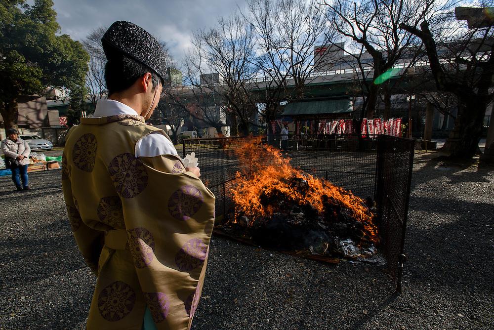 JANUARY 14, 2016 - Sagicho fire ceremony at Wakamiya Hachiman-sha shrine in Nagoya, Japan. (Photo by Ben Weller/AFLO) (JAPAN) [UHU]