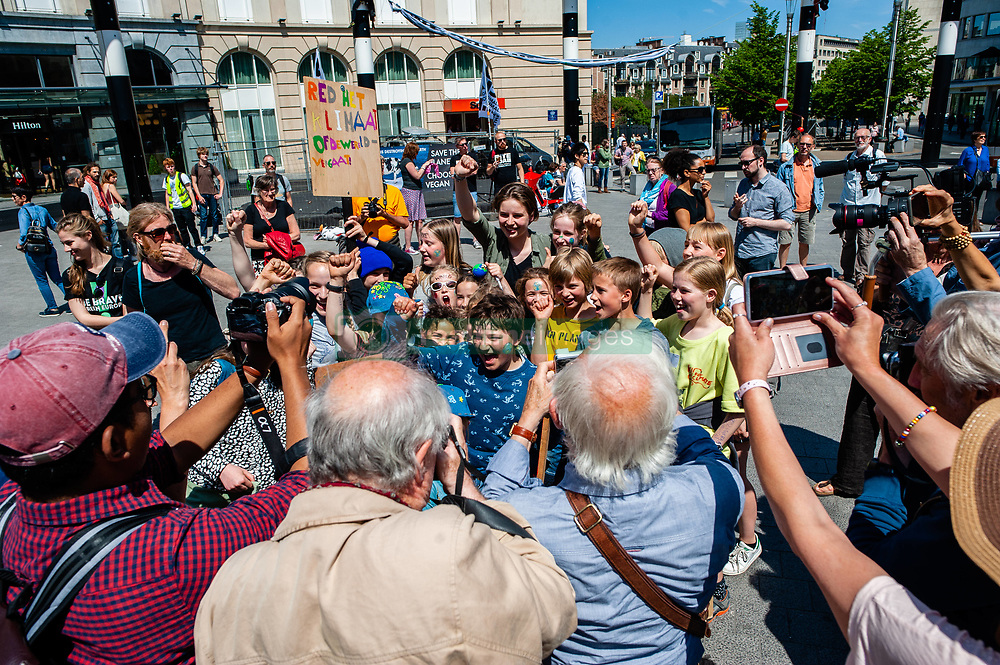 May 24, 2019 - Brussels, North Brabant, Belgium - May 24, Brussels. This Friday, tens of thousands of kids in more of 60 countries went on strike to demand climate change action. #FridaysForFuture is a movement that began in August 2018, after 15 years old Greta Thunberg sat in front of the Swedish parliament every schoolday for three weeks, to protest against the lack of action on the climate crisis. In Brussels, not just students, but teachers, scientists, and several syndicates took the streets of the Belgian capital for the second time, to protest for better climate policy. According to the Belgian police around 7500 people took the streets of Brussels, in the last climate demonstration before the EU elections. (Credit Image: © Romy Arroyo Fernandez/NurPhoto via ZUMA Press)