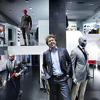 Nederland, Amsterdam , 2 februari 2012..SuitSupply-oprichter Fokke de Jong in de nieuwe filiaal op de Overtoom..Foto:Jean-Pierre Jans