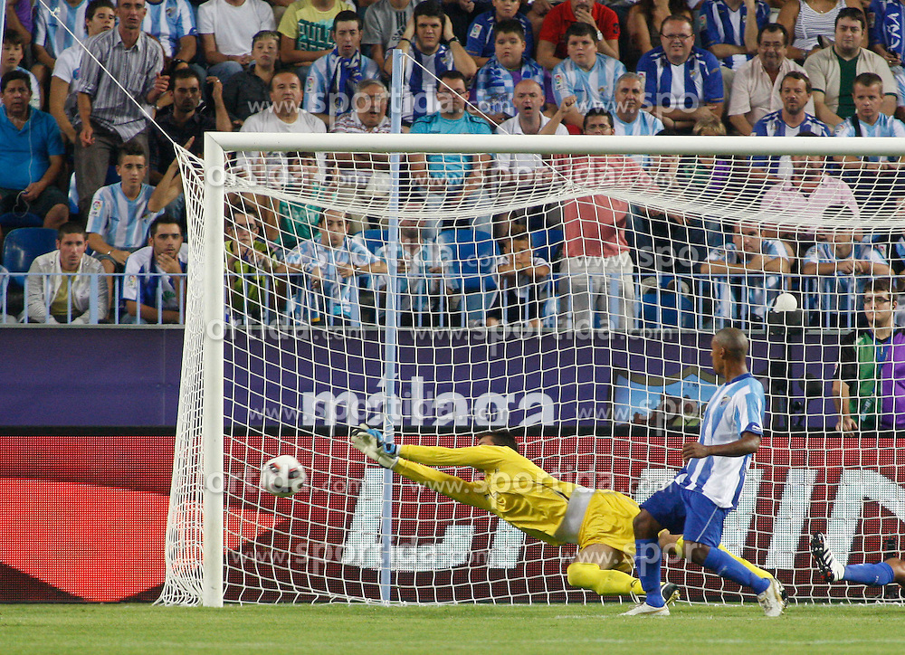 19.09.2010, Malaga, Estadio La Rosaleda, ESP, Primera Division, FC Malaga vs FC Sevilla, im Bild Rodrigo Galatto the Malaga goalkeeper makes a save during the La Liga match between CF Malaga and Sevilla, played in the La Rosaleda Stadium, Malaga Spain. EXPA Pictures © 2010, PhotoCredit: EXPA/ M. Gunn / SPORTIDA PHOTO AGENCY