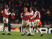 Fotball: Junichi Inamoto, Arsenal celebrates with his team mates,Edu,Henry and Vieira at the final whistle. Arsenal v Bayer Leverkusen. Champions League. 27.02.2002.<br />
