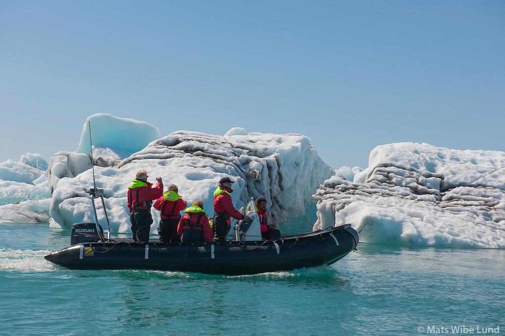 Jaki á Jökulsárlón, Breiðamerkursandur, Sveitarfélagið Hornafjörður áður Borgarhafnarhreppur /  Iceberg on the glacier lagoon: Jokulsarlon on Breidamerkursandur. Sveitarfelagid Hornafjordur former Borgarhafnarhreppur.