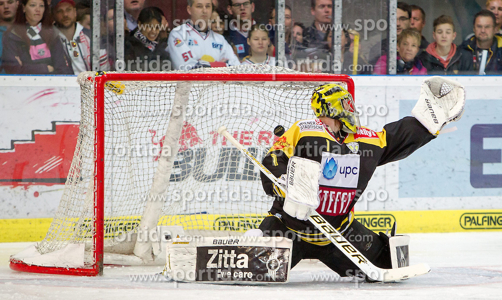 12.04.2015, Eisarena, Salzburg, AUT, EBEL, EC Red Bull Salzburg vs UPC Vienna Capitals, Finale, 3. Spiel, im Bild das 3:1 für die Red Bulls durch Ryan Duncan (EC Red Bull Salzburg) // during the Erste Bank Icehockey League 3rd final match between EC Red Bull Salzburg and UPC Vienna Capitals at the Eisarena in Salzburg, Austria on 2015/04/12. EXPA Pictures © 2015, PhotoCredit: EXPA/ JFK