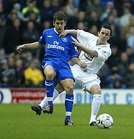 Photo. Andrew Unwin<br /> Leeds United v Chelsea, Barclaycard Premier league, Elland Road, Leeds 06/12/2003.<br /> Chelsea's Joe Cole (l) holds off Leeds' Gary Kelly (r).
