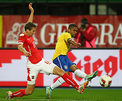 18.11.2014, Ernst Happel Stadion, Wien, AUT, Freundschaftsspiel, Oesterreich vs Brasilien, im Bild Florian Klein (AUT) und Douglas Costa (BRA) // during the friendly match between Austria and Brasil at the Ernst Happel Stadion, Vienna, Austria on 2014/11/18. EXPA Pictures © 2014, PhotoCredit: EXPA/ Thomas Haumer
