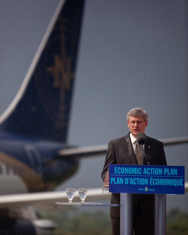 Prime Minister Stephen Harper speaks at the opening of the Foreign Trade Cargo Complex at the London International Airport, in London, Ontario, September 2, 2010.<br /> REUTERS/Geoff Robins