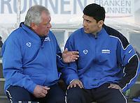 Jena , 080407 , Saison 2006/2007 ; Fussball 2.Bundesliga Greuther Fuerth - FC Carl Zeiss Jena  Georgi LOMAIA (Jena) sitzt nach seiner Verletzung auf der Bank zusammen mit Mannschaftsarzt Dr. Zitzmann