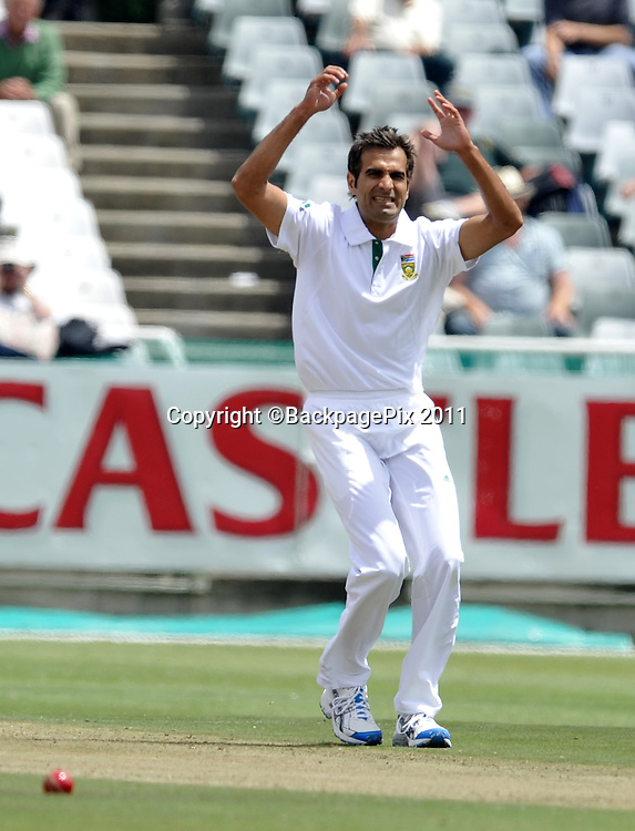 Imraan Tahir of South Africa shows his frustration. South Africa v Australia, first test, day 1, Newlands, South Africa. 9 November 2011.<br /> <br /> &copy;Ryan Wilkisky/BackpagePix