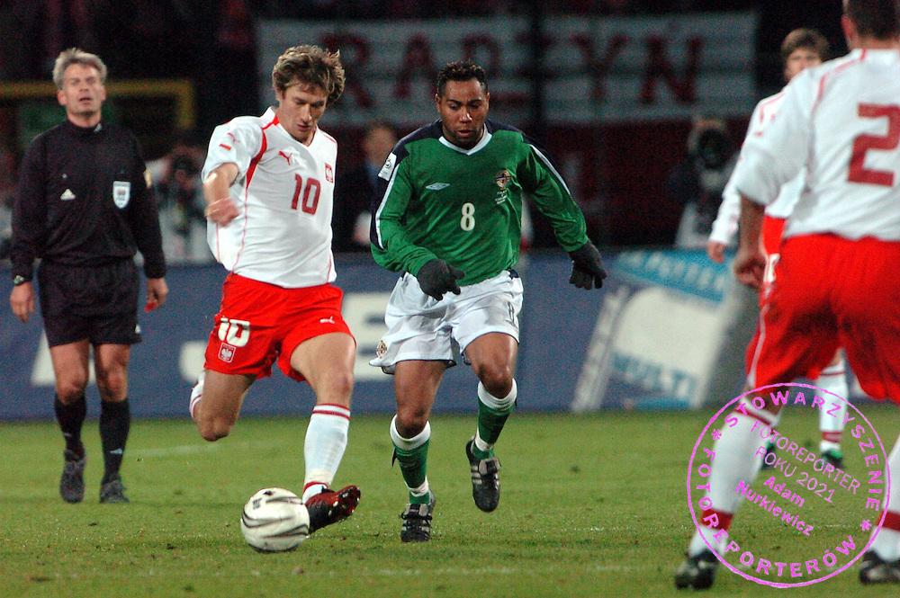 n/z.: Miroslaw Szymkowiak (nr10-Polska), Jeff Whitley (nr8-Irlandia Polnocna) podczas meczu Polska (biale) - Irlandia Polnocna (zielone) 1:0 , eliminacje mistrzostw swiata 2006 ,  sezon 2004/2005 , pilka nozna , Polska , Warszawa , 30-03-2005 , fot.: Adam Nurkiewicz / mediasport..Miroslaw Szymkowiak (nr10-Poland), Jeff Whitley (nr8-Northern Ireland) fight for the ball during soccer match at qualifying round 2006 FIFA World Cup. March 30, 2005 ; Poland (white) - Northern Ireland (green) 1:0 , season 2004/2005 , Poland , Warsaw ( Photo by Adam Nurkiewicz / mediasport )