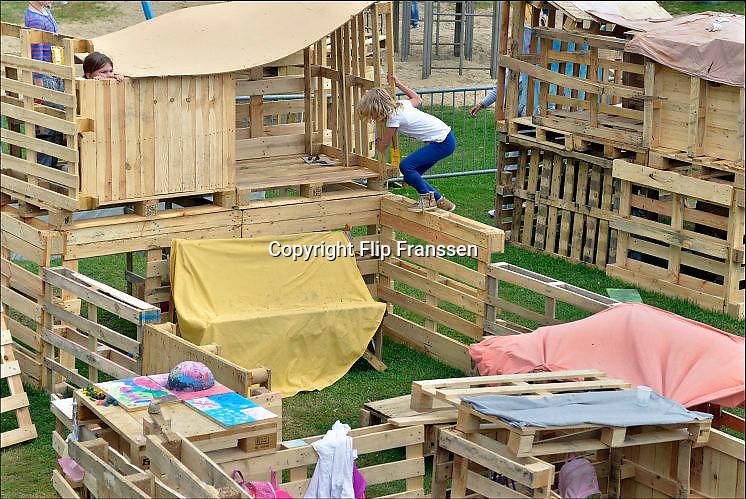 Nederland, Nijmegen, 26-8-2015In de grote vakantie, zomervakantie, wordt voor de kinderen een kinderdorp opgezet, ook wel bouwdorp, kinderbouwdorp genoemd. Kinder vakantieactiviteiten. Foto: Flip Franssen/Hollandse Hoogte