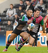 Twickenham. Great Britain, Jorden TURNER-HALL with ball, Andre VOS in support. European Challenge Cup, match between, NEC Harlequins and Montpellier, on Sat., 28/10/2006, played at the Twickenham Stoop, England. Photo, Peter Spurrier/Intersport-images].