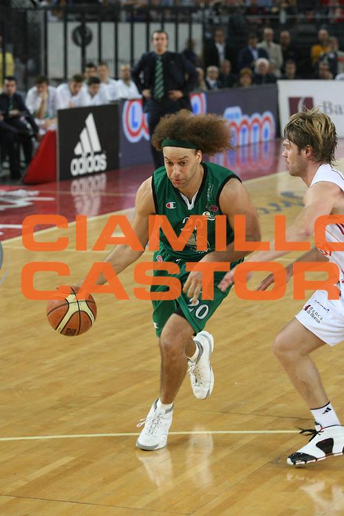 DESCRIZIONE : Roma Lega A1 2006-07 Playoff Semifinale Gara 2 Lottomatica Virtus Roma Montepaschi Siena <br /> GIOCATORE : Stonerook <br /> SQUADRA : Montepaschi Siena <br /> EVENTO : Campionato Lega A1 2006-2007 Playoff Semifinale Gara 2 <br /> GARA : Lottomatica Virtus Roma Montepaschi Siena <br /> DATA : 02/06/2007 <br /> CATEGORIA : Penetrazione <br /> SPORT : Pallacanestro <br /> AUTORE : Agenzia Ciamillo-Castoria/G.Ciamillo