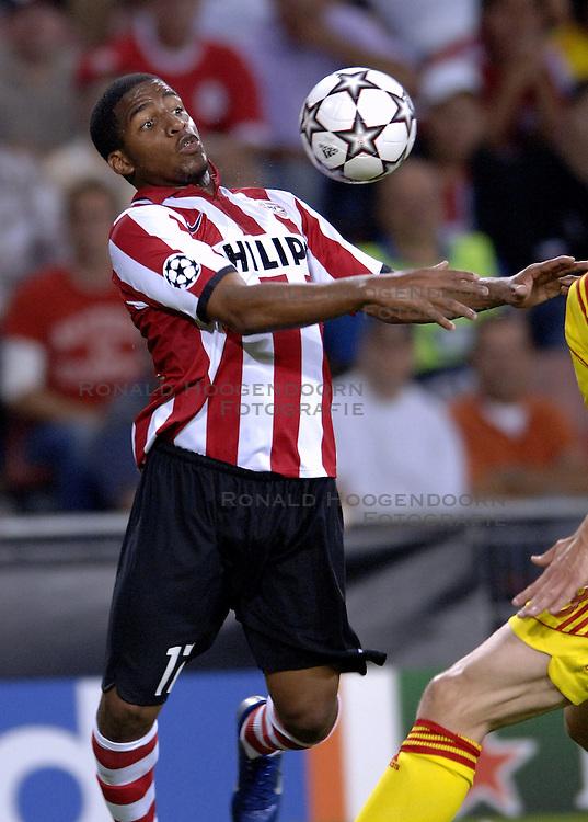 12-09-2006 VOETBAL: CHAMPIONS LEAGUE: PSV - LIVERPOOL: EINDHOVEN<br /> PSV en Liverpool eindigt zoals ze begonnen zijn 0-0 / Jefferson Farfan<br /> &copy;2006-WWW.FOTOHOOGENDOORN.NL