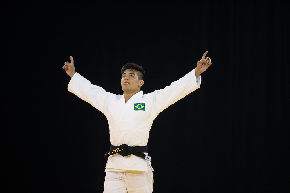 Gold medalist Charles Chibana of Brazil celebrates his victory over Canada's Antoine Bouchard  in the men's judo 66kg class at the 2015 Pan American Games in Toronto, Canada, July 12,  2015.   AFP PHOTO/GEOFF ROBINS