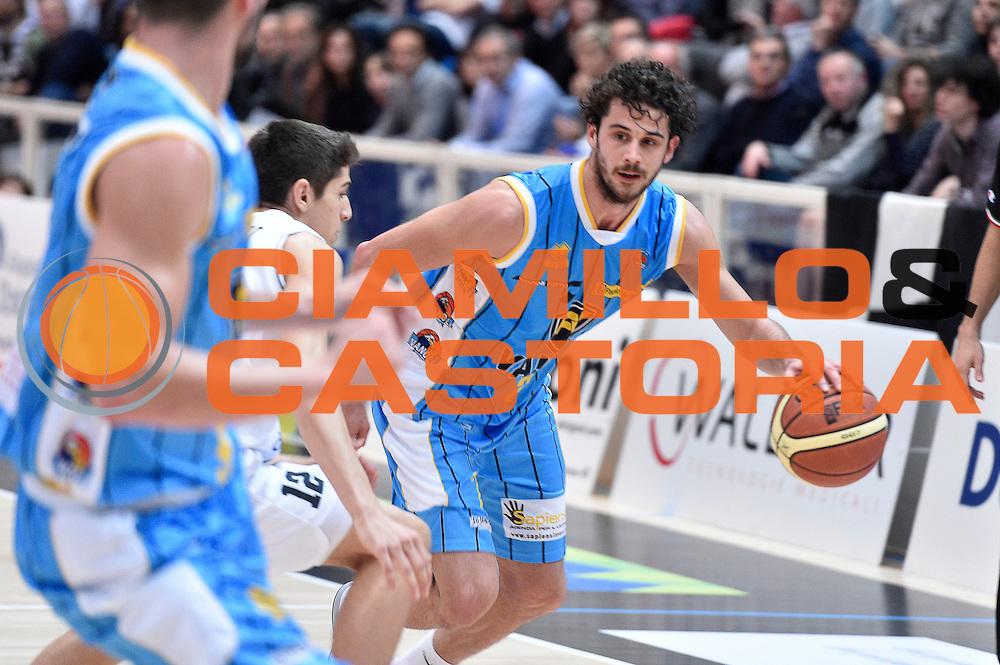 DESCRIZIONE : Trento Lega A 2014-2015 Dolomiti Energia Trento Vanoli Cremona<br /> GIOCATORE : Luca Vitali<br /> CATEGORIA : palleggio<br /> SQUADRA : Vanoli Cremona<br /> EVENTO : Campionato Lega A 2014-2015<br /> GARA : Dolomiti Energia Trento Vanoli Cremona<br /> DATA : 23/11/2014<br /> SPORT : Pallacanestro<br /> AUTORE : Agenzia Ciamillo-Castoria/GiulioCiamillo<br /> GALLERIA : Lega Basket A 2014-2015<br /> FOTONOTIZIA : Trento Lega A 2014-2015 Dolomiti Energia Trento Vanoli Cremona<br /> PREDEFINITA :