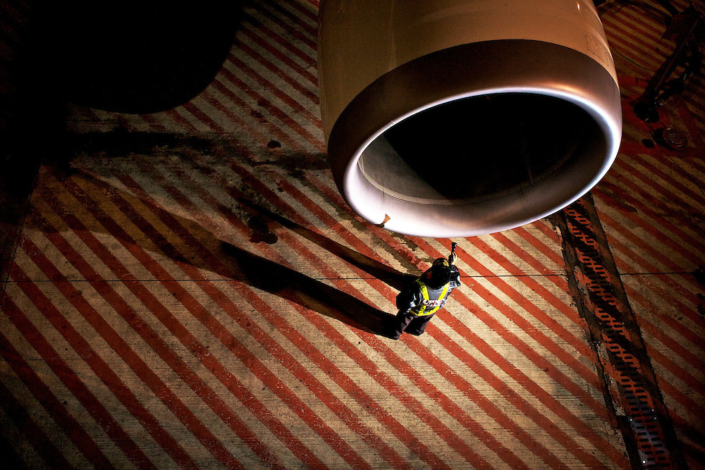 Airplane's engine inspector, Tokio
