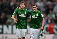 FUSSBALL   1. BUNDESLIGA   SAISON 2012/2013    33. SPIELTAG SV Werder Bremen - Eintracht Frankfurt                   11.05.2013 Clemens Fritz (li) und Zlatko Junuzovic (re, beide SV Werder Bremen) freuen sich nach dem Abpfiff