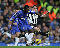 Photo: Lee Earle.<br /> Chelsea v Newcastle United. The Barclays Premiership.<br /> 19/11/2005. Chelsea's Michael Essien (L) battles with Scott Parker.