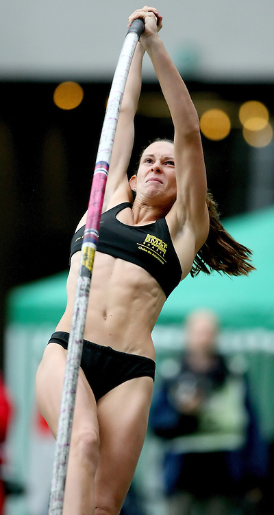 (Stuttgart, Germany---13 September 2008) Fabiana Murer of Brazil competing in the pole vault at the 2008 World Athletics Final. Murer finished tied for sixth with a jump of 4.50m.   [Copyright Sean W. Burges/Mundo Sport Images, 2008.]
