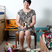 Roselle Moss  a surrogate mother from Braintree, Essex poses in her home for Redaktion BZ Bild